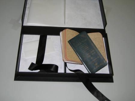 As duas cadernetas originais do Diário, restauradas.