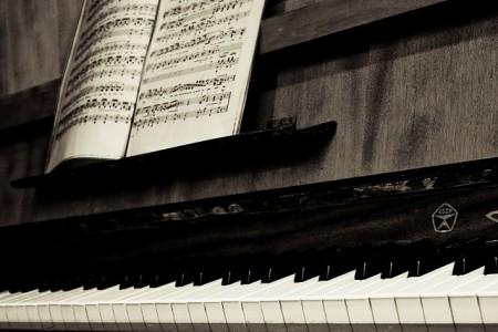 An old piano, foto de Vladimir Agafonkin (Flickr).
