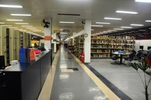 Novo espaço da Seção de Audiovisuais, terminais de consulta, início do acervo de livros.